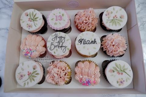 Niamh cupcakes .JPG