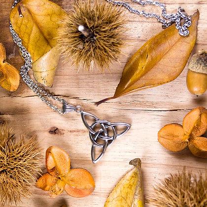 Simple Triqueta Necklace