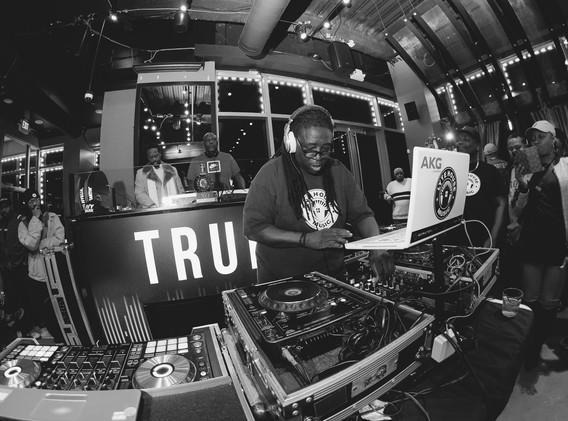 DJ+Blend+Battle+%40++True+%28132+of+248%