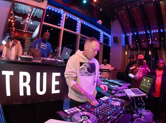 DJ+Blend+Battle+%40++True+%282+of+247%29