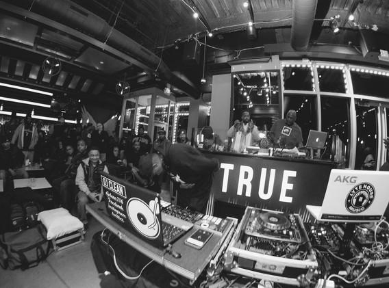 DJ+Blend+Battle+%40++True+%28137+of+248%
