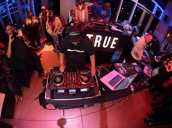 DJ+Blend+Battle+%40++True+%28154+of+248%
