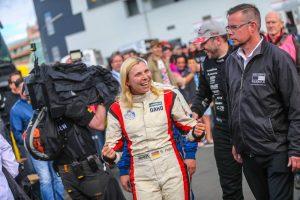 Reinert_Racing__Steffi_Halm_Unit_8_Motorsport_Systems_Nürburgring_2016_(3)