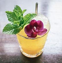 cocktail con flor.jpg