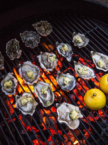 GRILLED OYSTERS WITH WHITE WINE BUTTER SAUCE