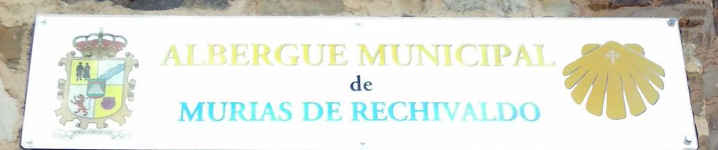Título y escudo del Albergue Municipal de Murias de Rechivaldo - León