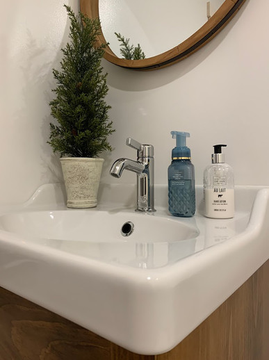 Bathroom_2.2.JPG