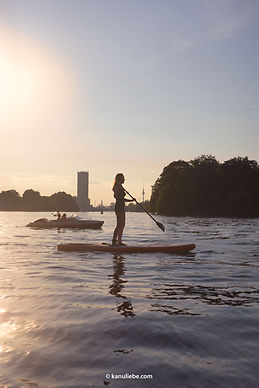 Inflatable SUP-Board, stabil und super Auftrieb, daher sicheres Stehen auch für Anfänger. Bietet dennoch einen sehr guten Gleitschirm für schnelles Paddeln für Fortgeschrittene. Höhenverstellbare Paddel.