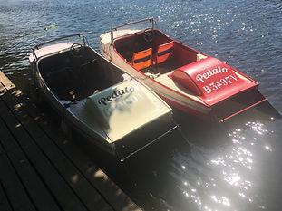 Tretboot-Oldtimer für 2 Personen. Ganz romantisch oder aber mit Kind: Auf die schmale Rückbank passen zusätzlich 1 bis 2 kleine Kinder.