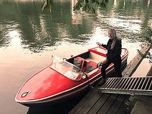 Tretboot-Oldtimer für 4 Personen. Kinder sitzen in unseren Tretbooten dank des geschlossenen Bootsrumpfes sehr sicher.