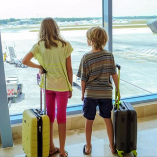 04/11/17 (Podcast): Is the United Airlines employee pass dress code fair to kids?