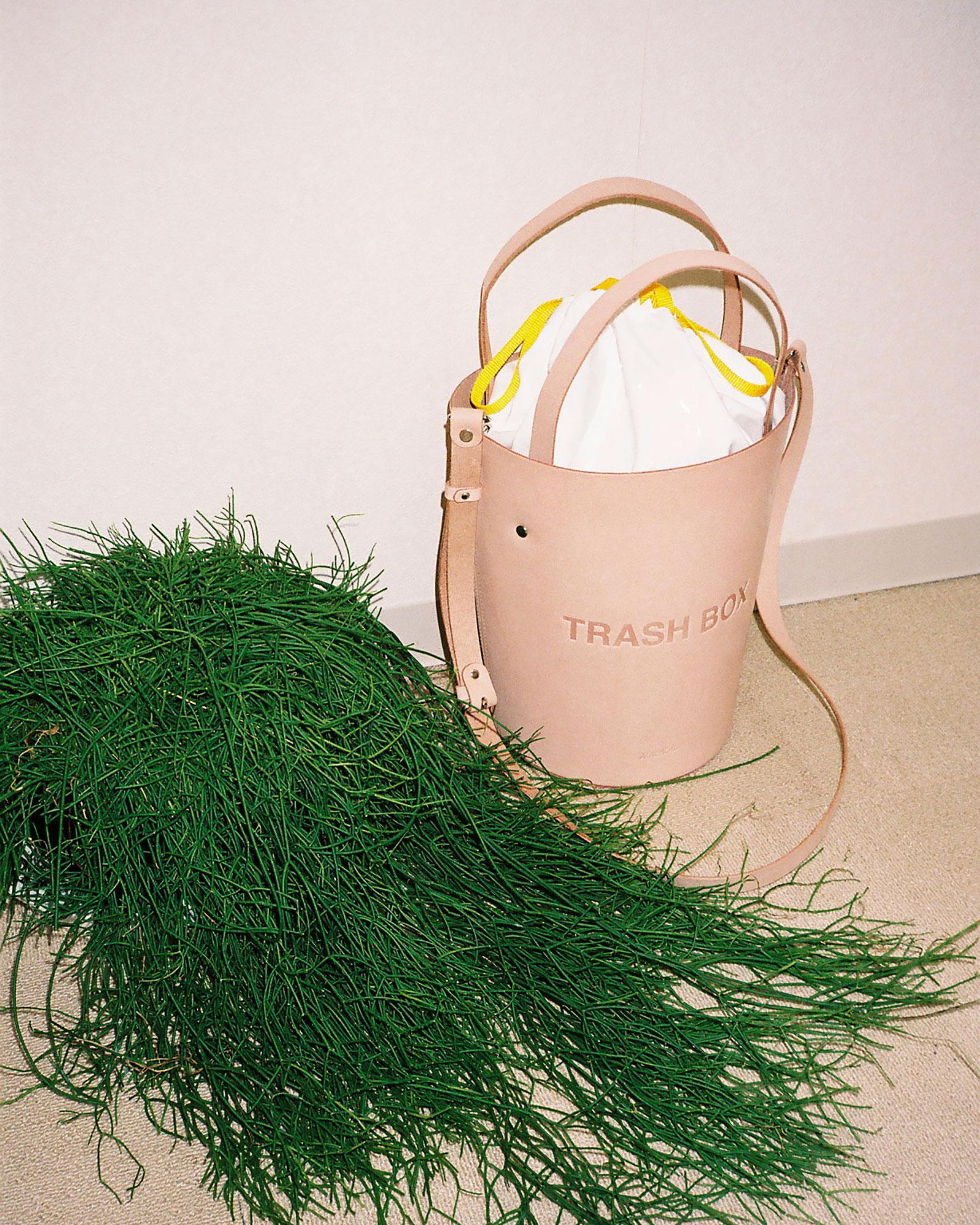 nana-nana leather trash bag