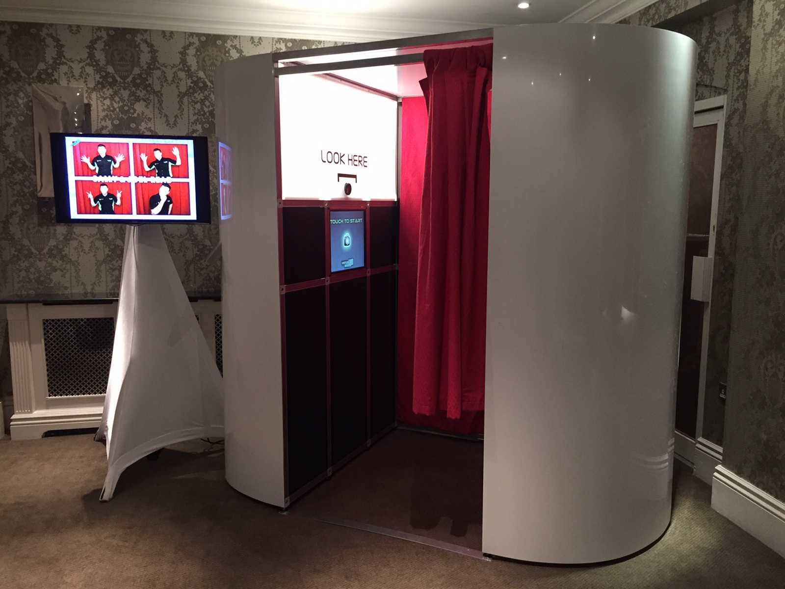 Deluxe photo booth in Berkshire