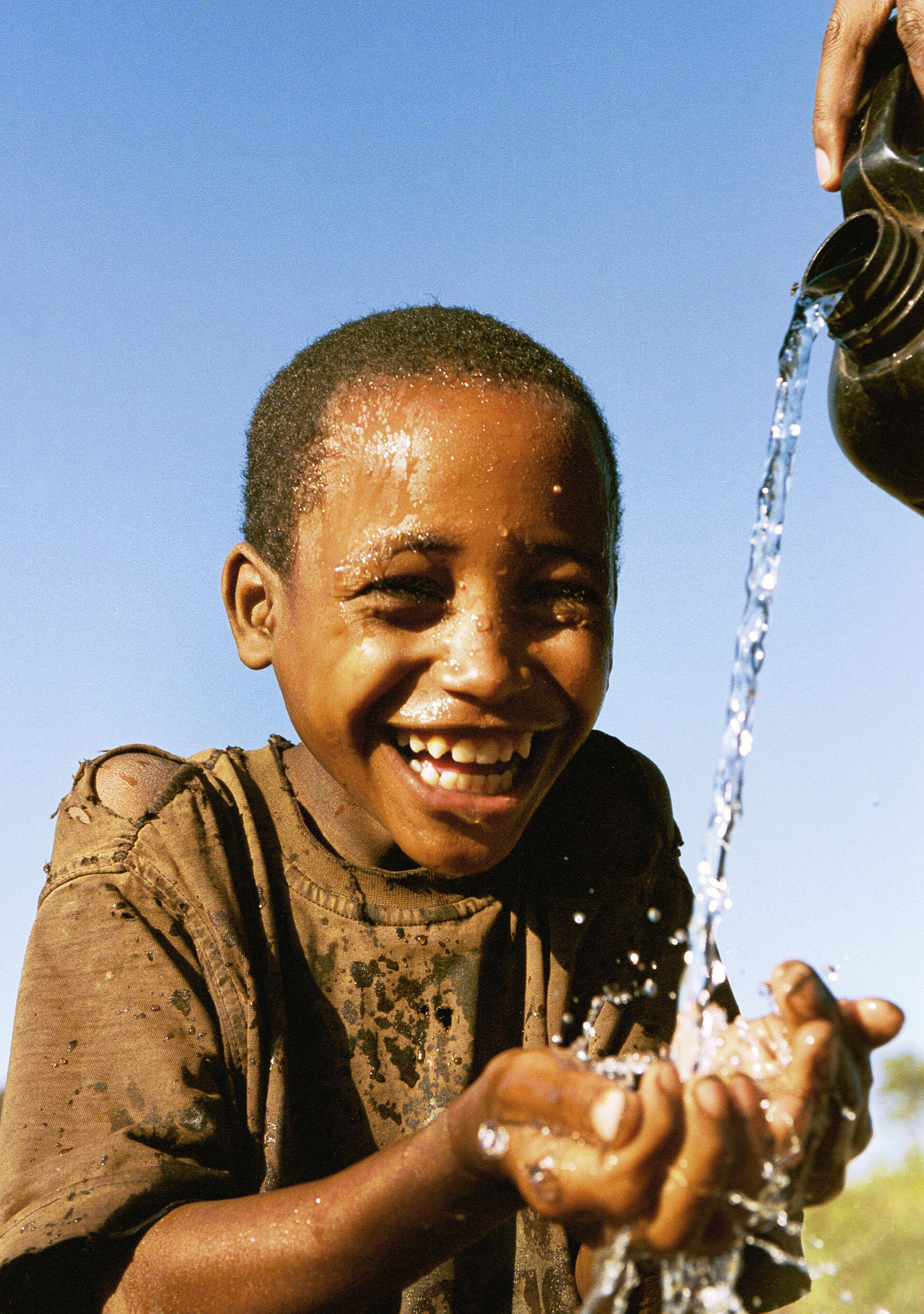ETHIOPIA_10_Face washing_SHOPPED AND CROPPED_Gilbert.jpg