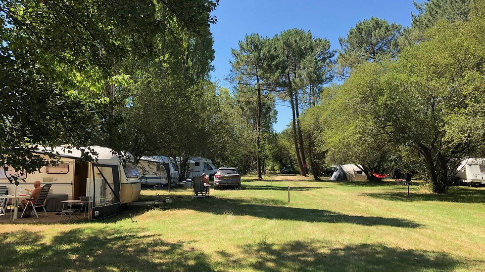 Camping-Laouba-grasplaatsen-2e-pad-1600x