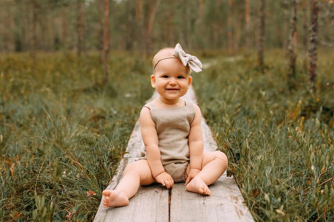 yksivuotiskuvaus pitkospuilla valokuvaaja Tiia Juutinen Oulu 6.jpg