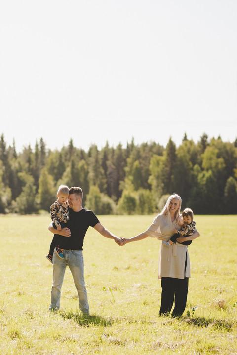 Perhekuvaus lapsikuvaus Oulu Valokuvaaja