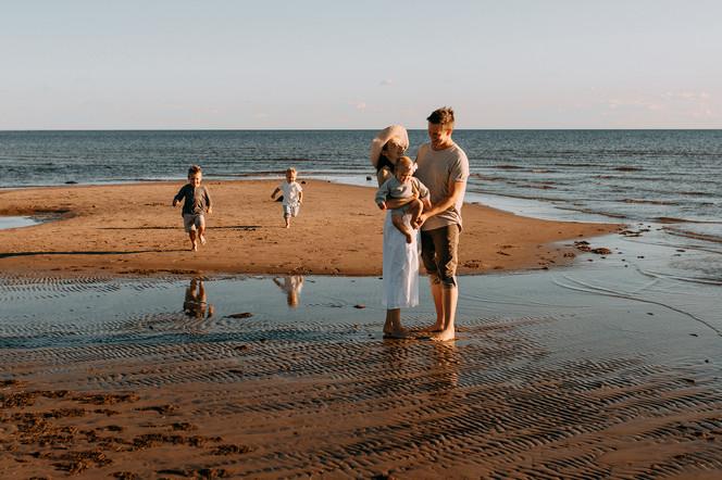 perhekuvaus rannalla Oulu Hailuoto Valokuvaaja Tiia Juutinen 7.jpg