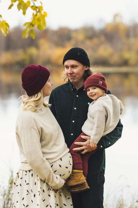 kaksivuotiskuvaus perhekuvaus odotuskuva