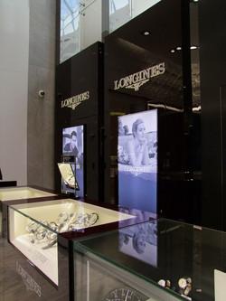 Loro-jewellery-back-lit-signage_TechniLite Project_resize