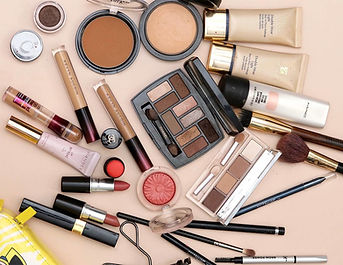 makeup-bag-august-2019-1000x1295_edited.