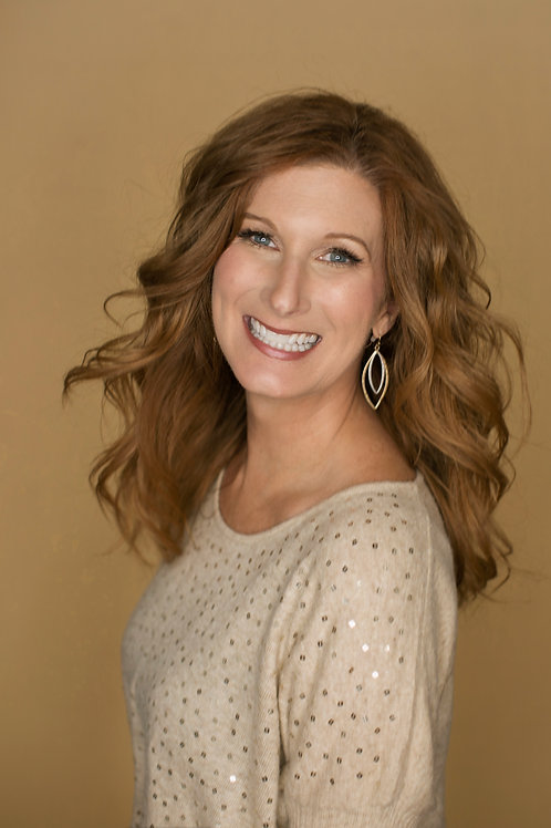 Book a headshot with Tracy!