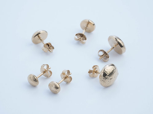 THE MOON STUDS / GOLD