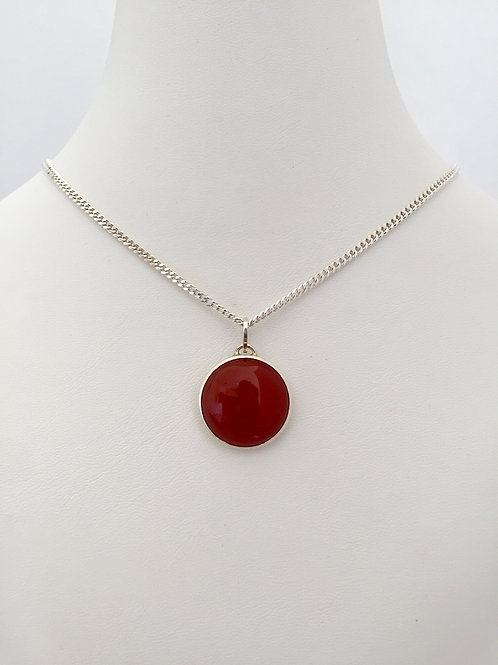 THE R NECKLACE / SILVER / RED CARNELIAN
