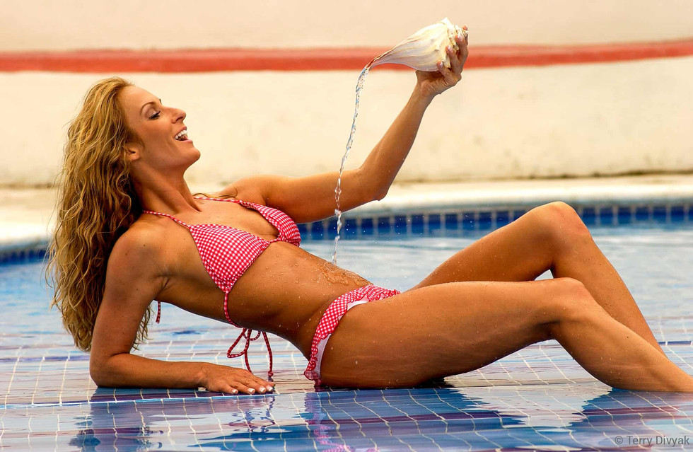 Bikini Model Kelly Szabo in Mexico
