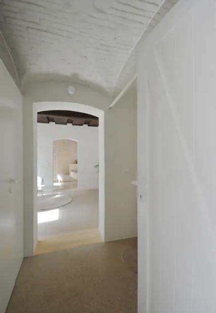 Pertuis - Maison - Couloir 1.png
