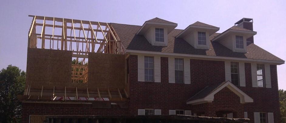 Framing going up over garage (2).JPG