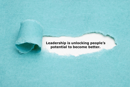 Delegation tips, manager tips, leadership tips, empower others, motivate team, reduce heavy workload