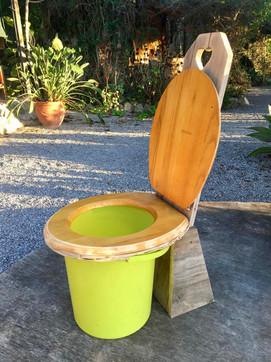 Bucket compost toilet