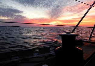 Excursión de puesta de sol en catamarán en exclusiva en Menorca
