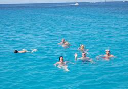 Nadar en aguas turquesas