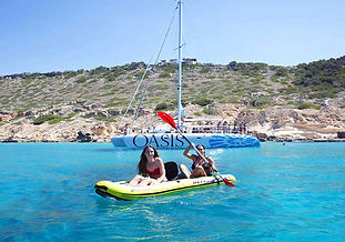 Despedida de soltero y soltera en exclsiva en catamarán en Mallorca