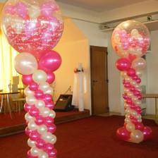 Γεμιστά μπαλόνια σε στήλες με αέρα