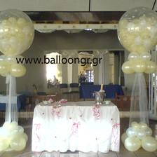 Γεμιστά μπαλόνια γάμου σε στήλες