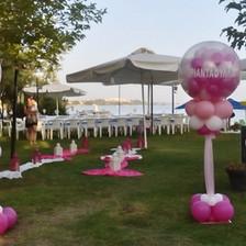 Γεμιστά μπαλόνια αρραβώνα σε στήλη
