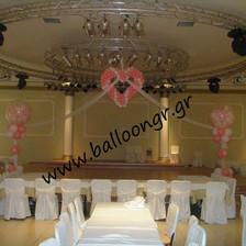 Καρδιά με τούλι και γεμιστά μπαλόνια σε στήλες