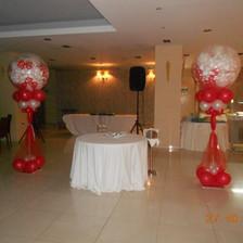 Γεμιστά μπαλόνια με αέρα σε στήλες