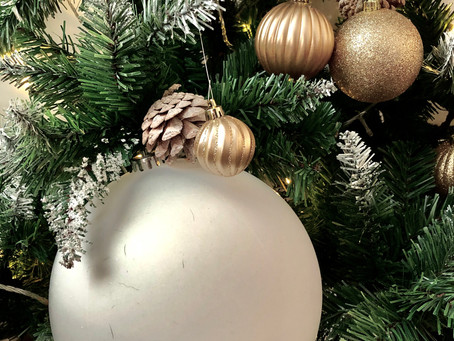 Holiday Trend: Oversize Ornaments