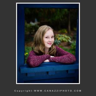 High School Senior Girl with blue door Vancouver Washington_141.jpg