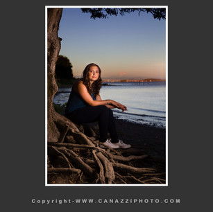 High School Senior Gal by Columbia River with Mt. Hood in distance Vancouver Washington_211.jpg