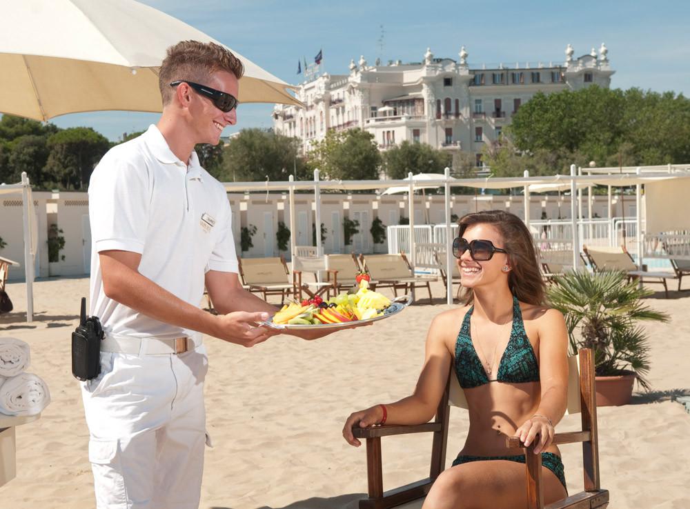 stewart-hostess-spiaggia_03.jpg
