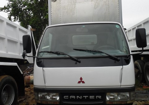 5bed94e5c213a7 mitsubishi canter closed van japan surplus.jpg