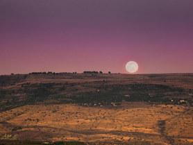 Moon over Golan