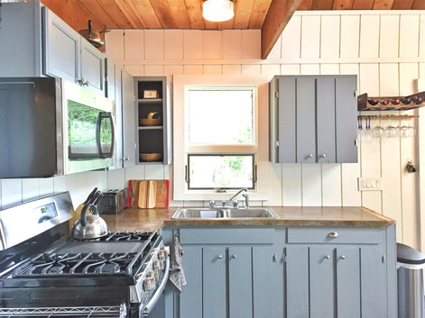 Simple, Fully-Equipped Kitchen