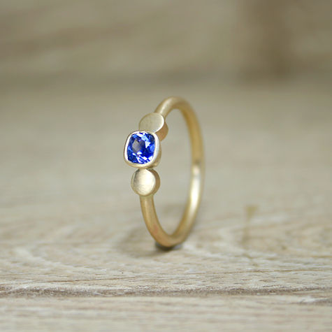 4mm sapphire dot ring bright.jpg