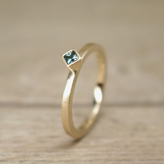 green sapphire 9ct fm gold ring 3.jpg